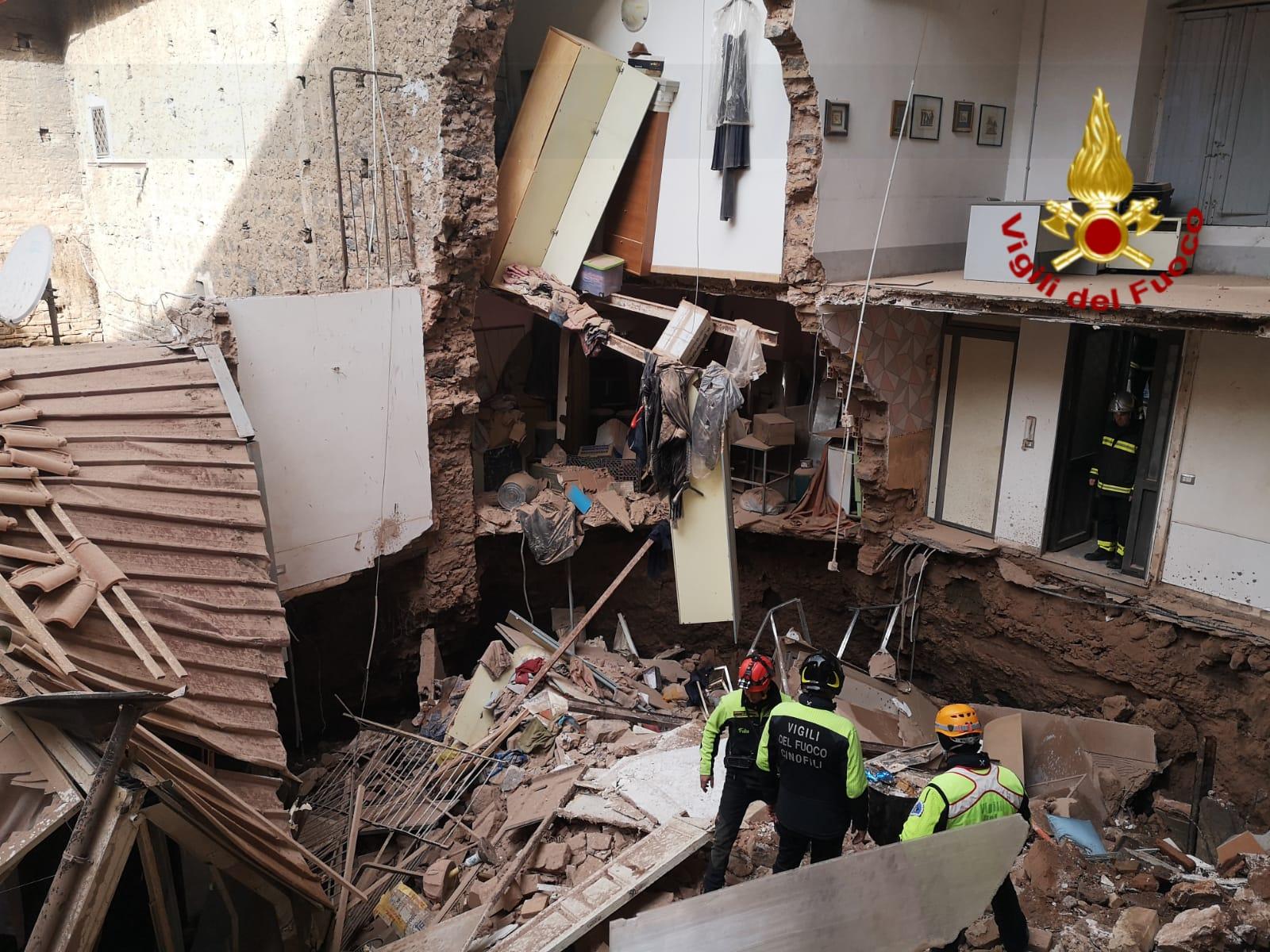Sfiorata la tragedia a Catania, crolla un edificio nella zona del Plebiscito: 39 persone senza casa