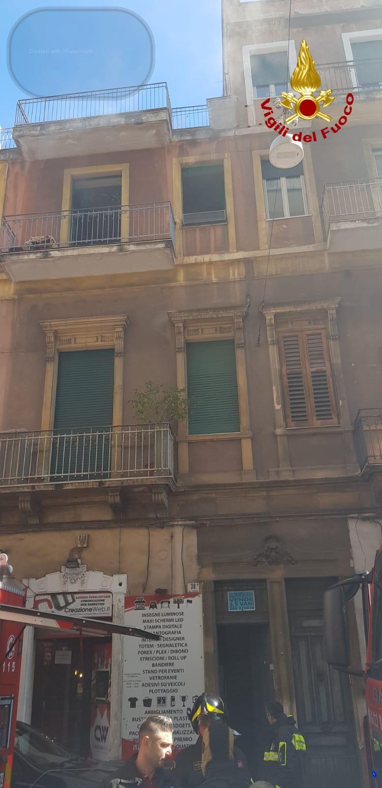 Incendio in una casa a Catania, giovane 23enne rimane ustionato