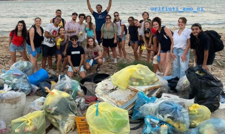 Siracusa, liberate le spiagge dai rifiuti: operazione di volontari e Tekra