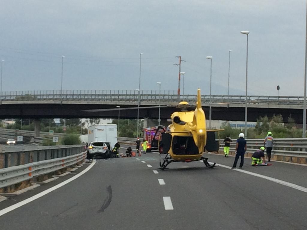 Incidente a Passo Martino con 4 feriti: elisoccorso atterra in autostrada