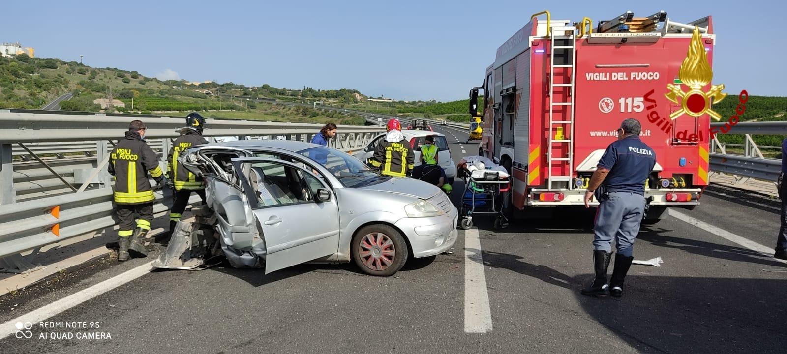 Scontro sull'autostrada Siracusa - Catania: muore un 70enne di Palazzolo