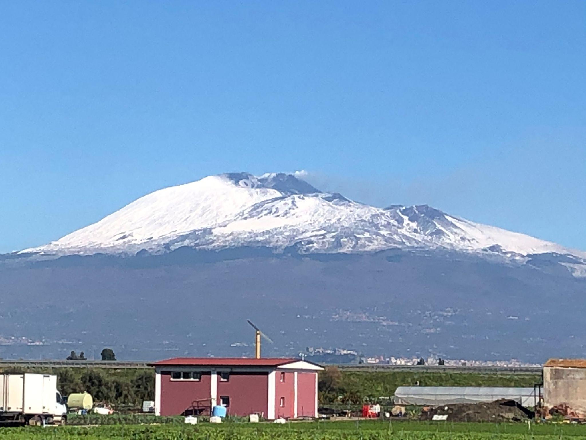 Si attenua la forza eruttiva dell'Etna: restano deboli emissioni di cenere