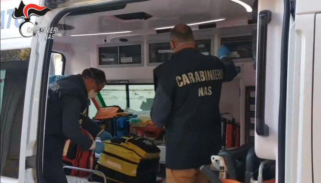 Autista e infermiera in ambulanza a Floridia senza il vaccino: segnalati dal Nas