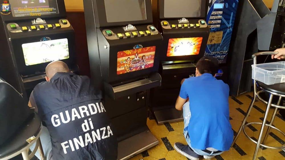 La Guardia di finanza nelle sale giochi di Modica e Vittoria: multe e sequestri