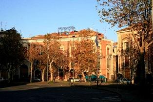 Abitanti e studenti realizzano un nuovo giardino a piazza Dante a Catania