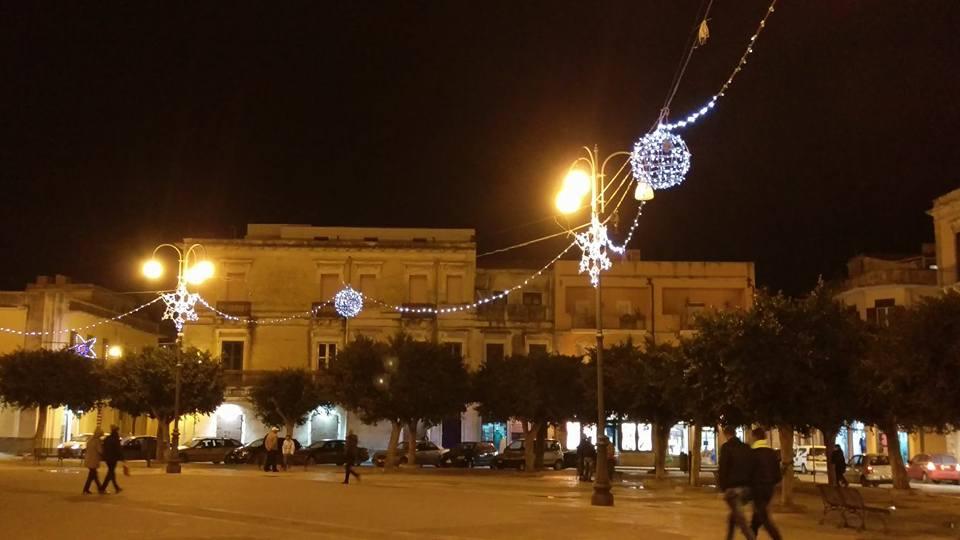 Pachino, l'associazione Commercianti dona un albero di Natale