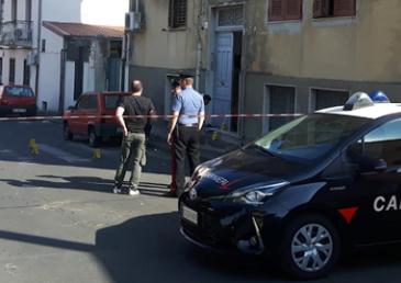 Sparatoria a Catania, ferito a colpi di pistola alle gambe