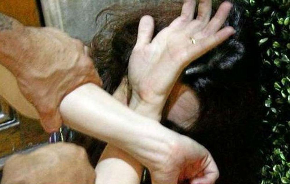 Schiaffi e pugni alla moglie, 61 enne finisce ai domiciliari ad Aci Catena