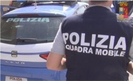 Picchiano e stuprano una 21enne a Parma, due arresti
