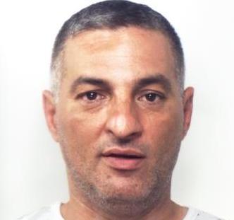 Botte a padre e figlio per un debito di 300 euro: arrestato ad Aci Catena