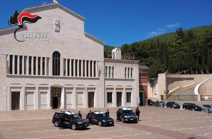 Rubano offerte al Santuario di San Pio: arrestata coppia barese