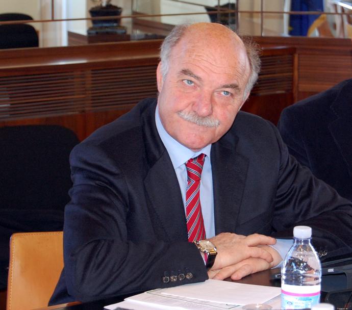 Comunali: l'ex parlamentare Pippo Gianni neo sindaco di Priolo