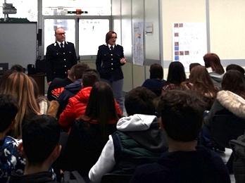 """Cyberbullismo, la polizia alla scuola """"Pirandello"""" di Carlentini"""