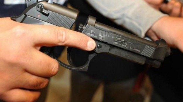 Scoperto un laboratorio per modificare pistole: un arresto a Palermo