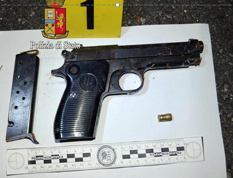 Napoli, colpi di pistola contro un'abitazione del quartiere Pianura