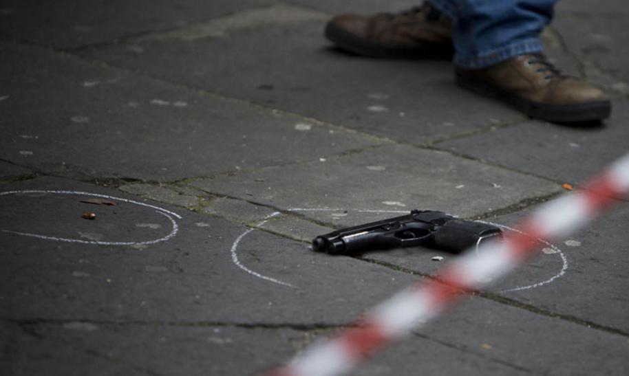 Napoli, gruppo di fuoco con 2 boss per uccidere altri 2 boss, 4 arresti