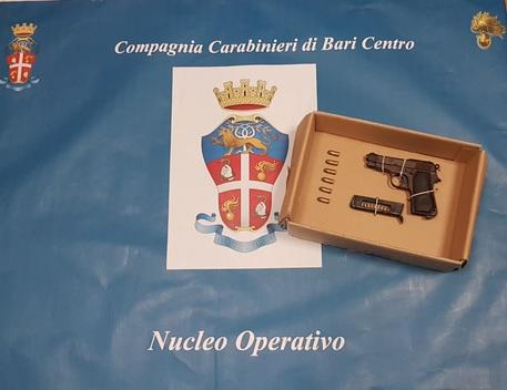 In giro per Bari con pistola e munizioni, arrestato dai carabinieri