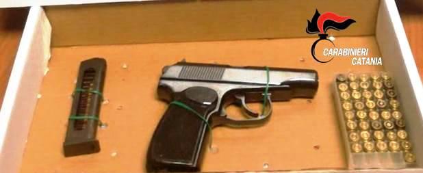 Catania, pistola nascosta in un contatore: scatta il sequestro
