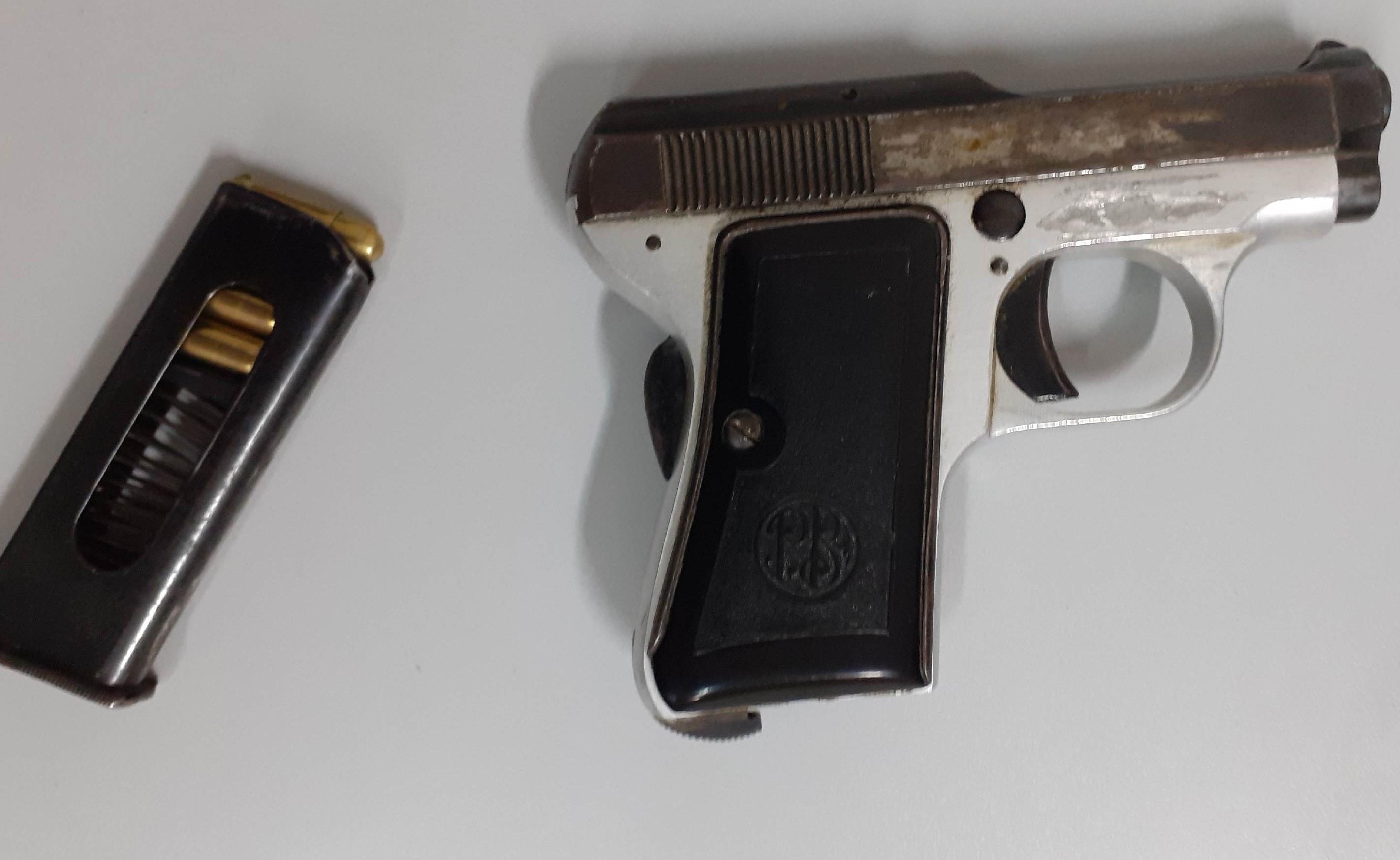 Siracusa, in moto con in tasca una pistola: 30enne arrestato dalla Polizia