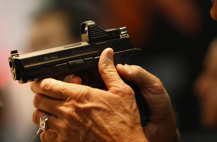 """Vende armi e munizioni """"anonime"""", un arresto nel Napoletano"""