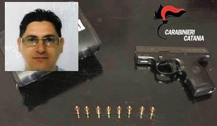 Armi e droga nascoste in cucina, arrestato a Catania
