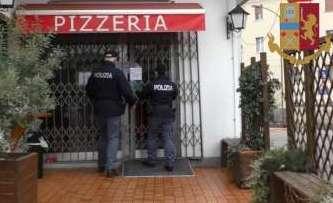 Pizzeria di Lentini con alimenti scaduti: attività sospesa