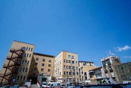 Pakistano aggredito a Napoli con colpi di caschi: indagini