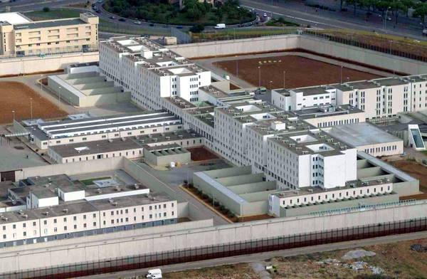 Scarsa igiene nel carcere di Palermo, i poliziotti non mangiano
