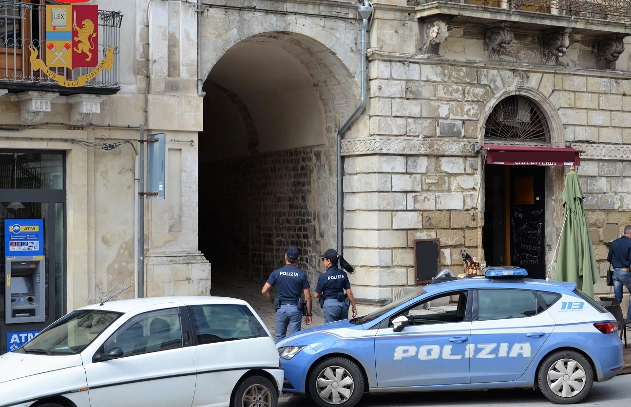 Modica, stavano rubando in un'abitazione: arrestati due giovani