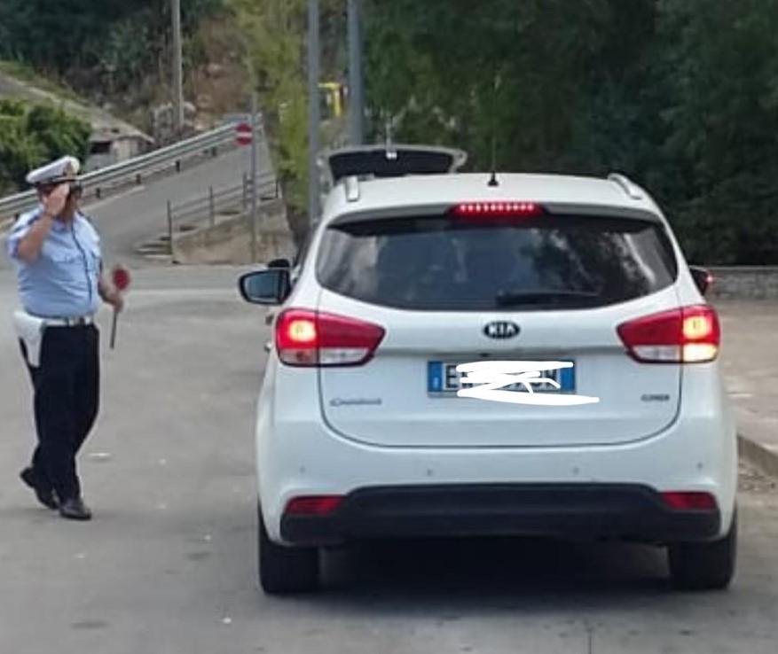 Modica, guidavano usando il telefonino: multati 53 automobilisti