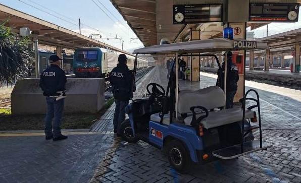 Tentata rapina sul treno Messina-Catania, scoperta baby gang: 4 arresti