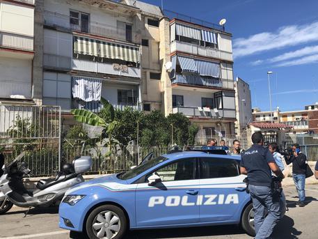 Agguato a Bari, trentaseienne ferito a colpi di pistola vicino una scuola