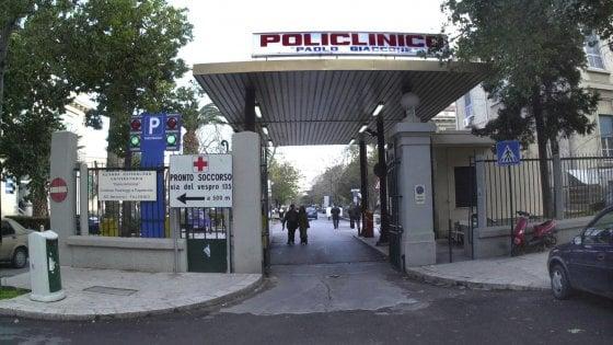 Palermo, studente fallisce un esame e rompe un vetro dell'ospedale