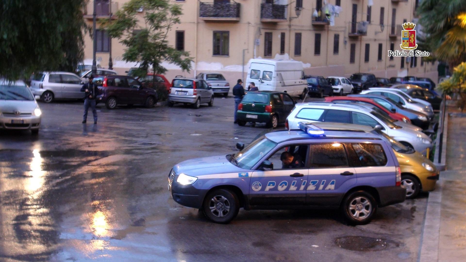 Palermo, blitz al mercato di Ballarò: denunce, multe e sequestri