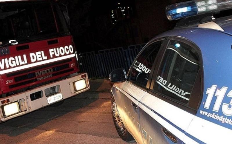 Siracusa, a fuoco la porta d'ingresso di un'abitazione