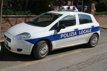 Modica, circolava con un'auto sequestrata: scatta multa di duemila euro