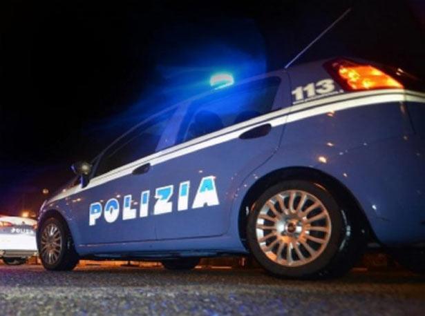 Catania, posteggiatore abusivo si scaglia contro gli agenti: arrestato