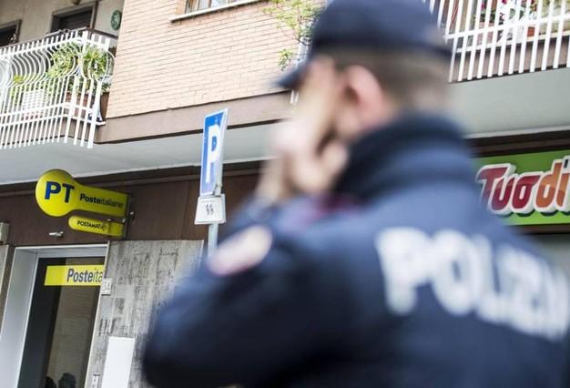 Palermo, tenta di rapinare una donna in via Wagner: arrestato