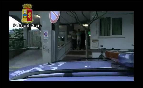 Testimone di giustizia minaccia di darsi fuoco, gli bruciarono l'autosalone a Carlentini