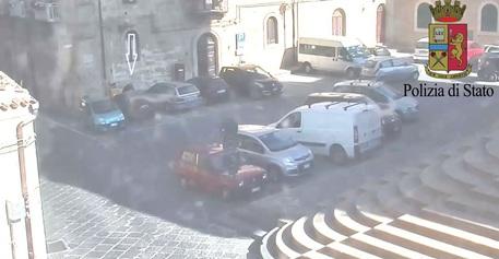 Stalking a Enna, manomette i freni dell'auto dell'ex: arrestato