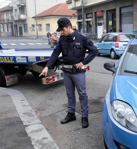 """""""Intimidazioni"""" col fuoco a Napoli, bruciata una saracinesca"""