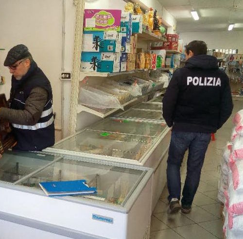 Catania, cibi surgelati venduti per freschi: multa e denuncia