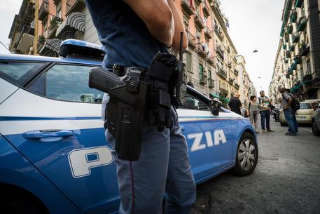 Abusa di bimbi autistici, fisioterapista pedofilo arrestato a Napoli