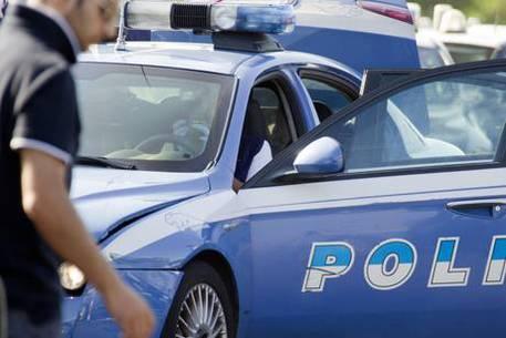 A Napoli un'automobile crivellata da colpi di arma da fuoco: indagini