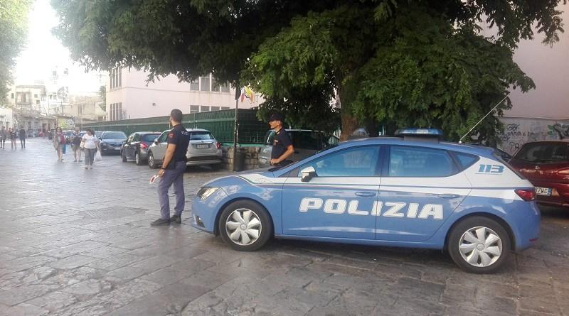 Palermo, deruba un distributore di benzina e un fast food: preso