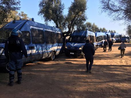 Lecce, disordini al cantiere del gasdotto Tap: tre agenti contusi