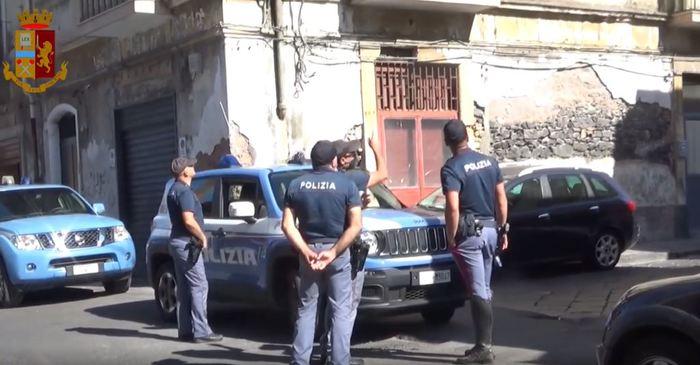 Catania, denunciati a piede libero due presunti ladri
