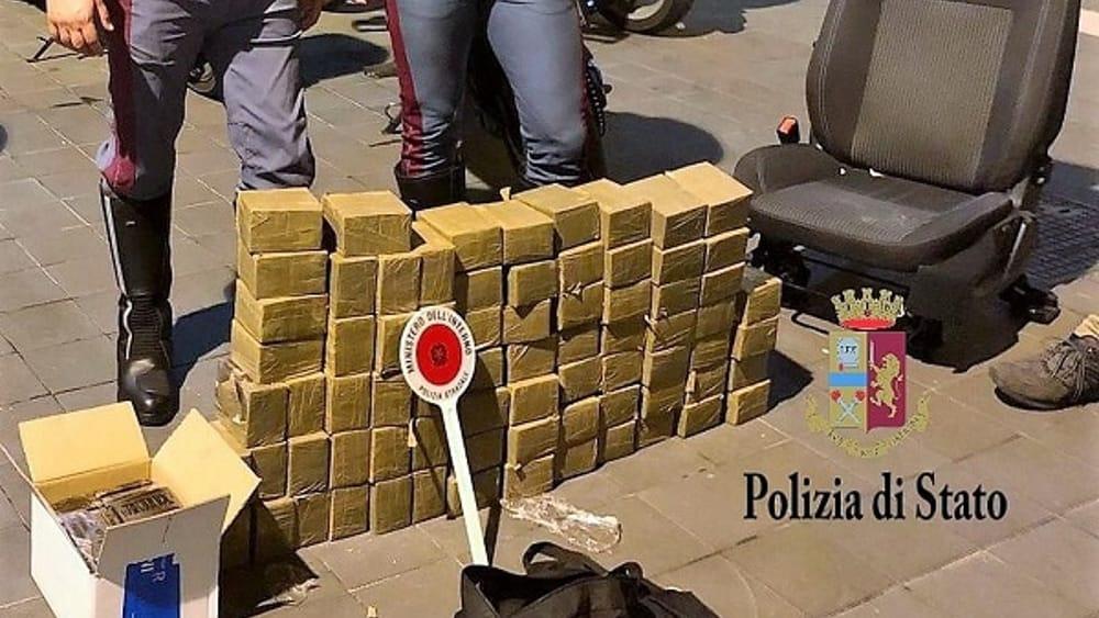 Napoletano arrestato a Palermo, in auto viaggiava con 80 chili di hashish