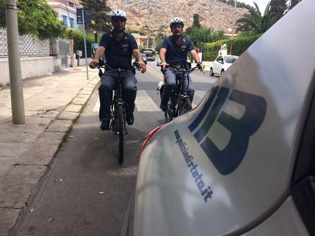 Polizia in bici contro i furti: operativa a Palermo, Mondello e Cefalù