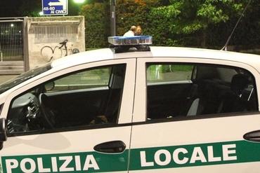 Parcheggiò in un posto per disabili e finì nella bufera: vigile si suicida nel Bresciano